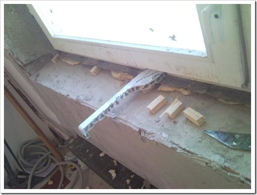 Установка подоконников пластиковых окон.