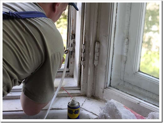 Утепление подоконника деревянного окна