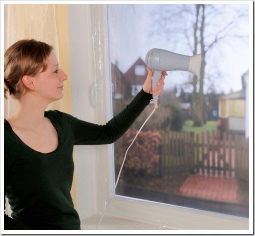 Утепление деревянных окон с помощью термоотражающей пленки