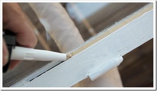 Установка стекол  деревянных окон на герметик
