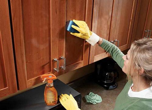 Чем почистить шкаф в домашних условиях