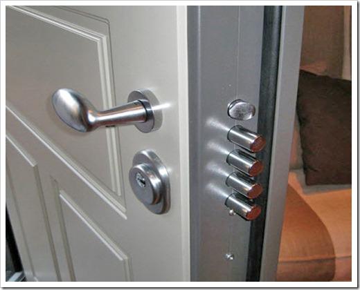 Как обеспечивается защита двери?