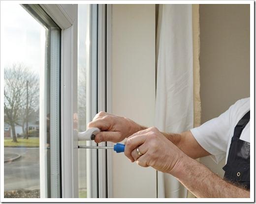 Пластиковое окно одновременно открывается и нараспашку, и на проветривание