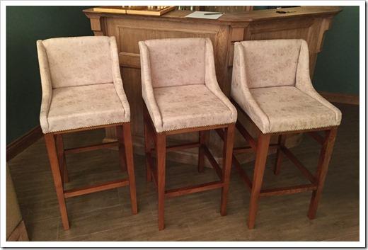 Стоит ли закупать деревянные барные стулья?