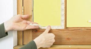 Как утеплить деревянное окно на зиму изнутри