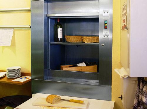 Виды и характеристики кухонных лифтов (лифт-официант) для общепита