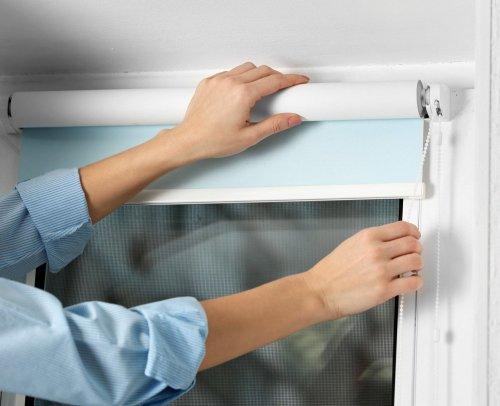 Как крепить ролл шторы к пластиковым окнам