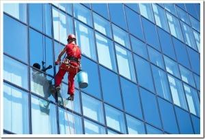 Принципы выполнения мытья окон промышленными альпинистами