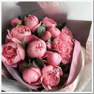 Цветы, которыми можно дополнить букет с пионами